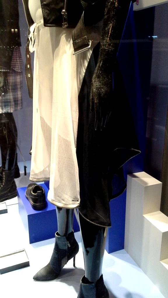 DIESEL ESCAPARATE BARCELONA PASEO DE GRACIA www.teviacescaparatismo.com #vetrina #store #window #top #modelo (6)