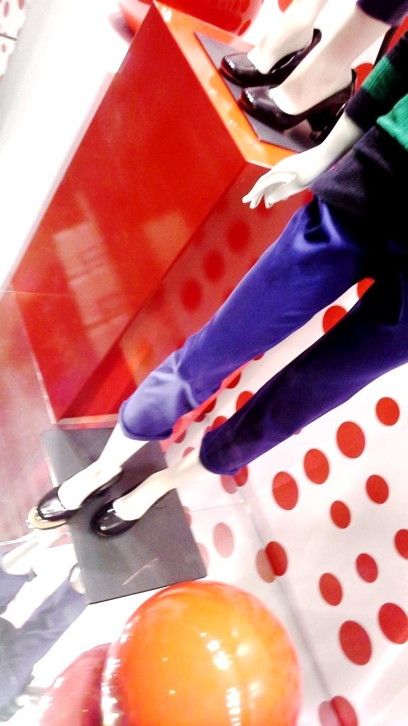 benetton-escaparate-paseo-de-gracia-www-teviacescaparatismo-com-www-benetton-com-escaparatelover-window-vetrina-10