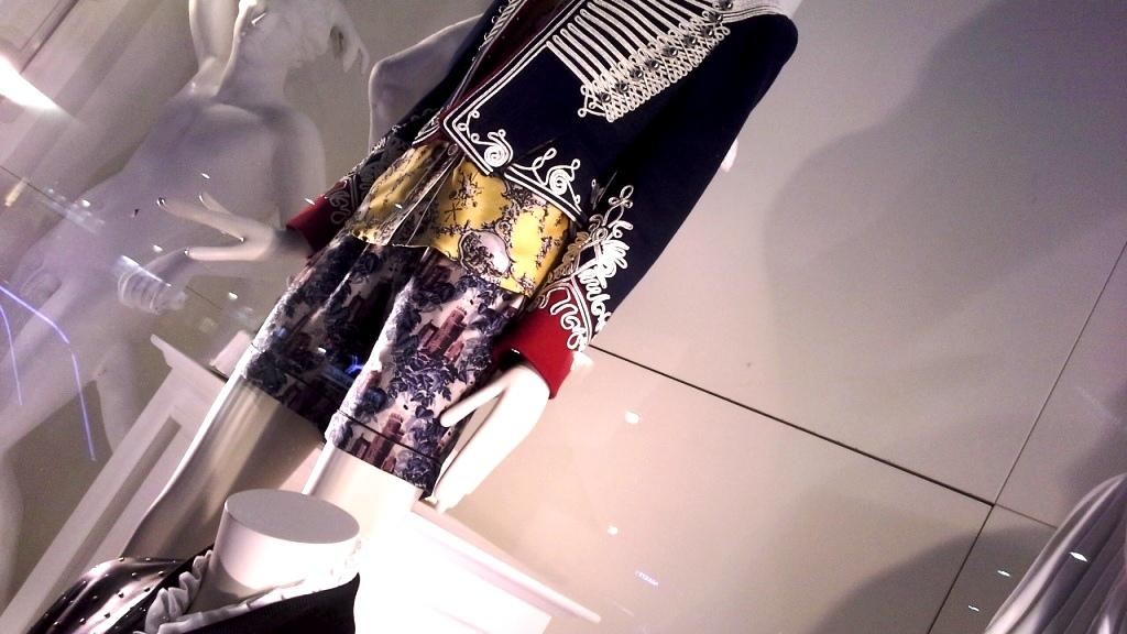 burberry-escaparate-barcelona-moda-fashion-trend-escaparatelover-teviacescaparatismo-burberryvetrina-burberrywindow-11