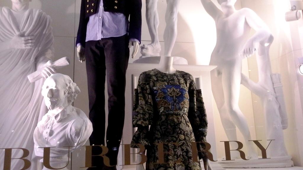 burberry-escaparate-barcelona-moda-fashion-trend-escaparatelover-teviacescaparatismo-burberryvetrina-burberrywindow-2