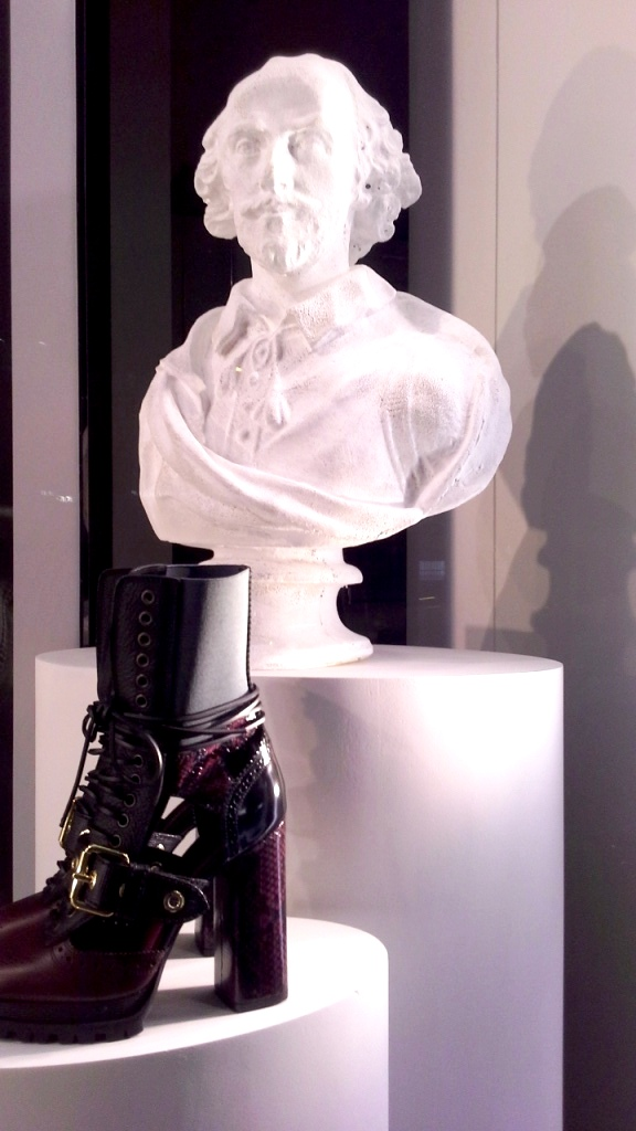 burberry-escaparate-barcelona-moda-fashion-trend-escaparatelover-teviacescaparatismo-burberryvetrina-burberrywindow-4