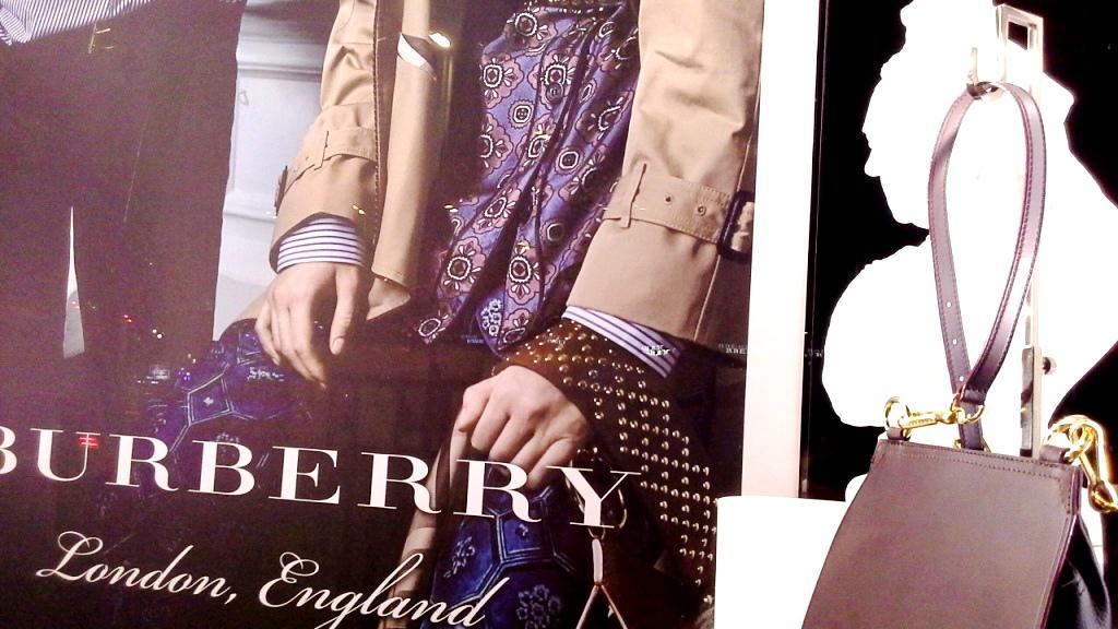 burberry-escaparate-barcelona-moda-fashion-trend-escaparatelover-teviacescaparatismo-burberryvetrina-burberrywindow-6