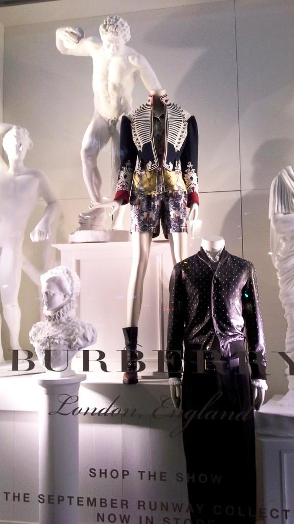burberry-escaparate-barcelona-moda-fashion-trend-escaparatelover-teviacescaparatismo-burberryvetrina-burberrywindow-9