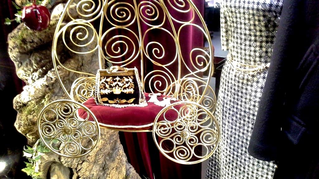 escaparatismo-teviac-barcelona-dolce-gabbana-aparador-vetrina-fashion-window-escaparateonline-www-teviacbarcelona-com-2
