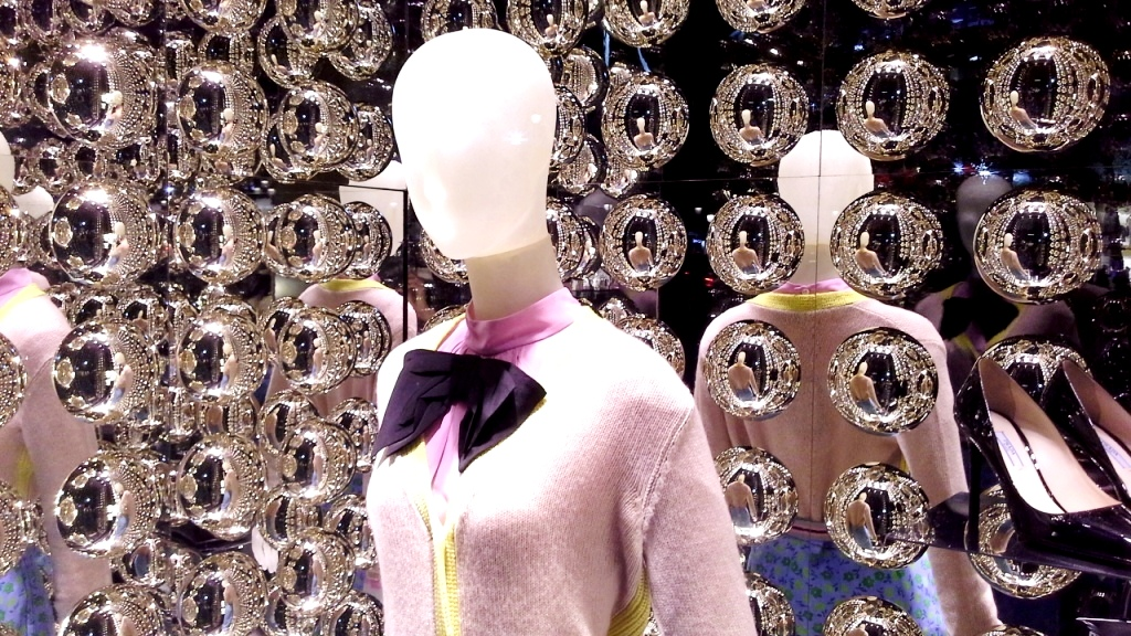 prada-paseo-de-gracia-escaparate-window-vetrina-luxe-escaparatelover-11