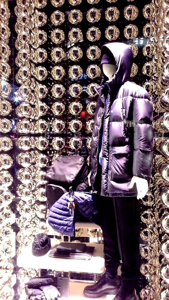 prada-paseo-de-gracia-escaparate-window-vetrina-luxe-escaparatelover-2
