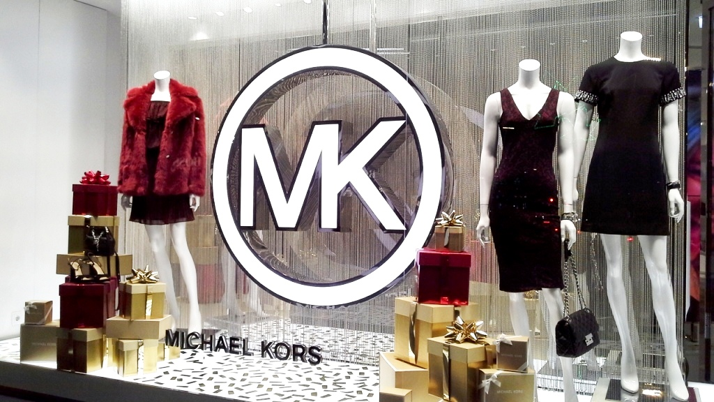 michael-kors-diagonal-window-vetrina-escaparate-barcelona-escaparatismo-barcelona-teviac-escaparatelover-escaparatista-5