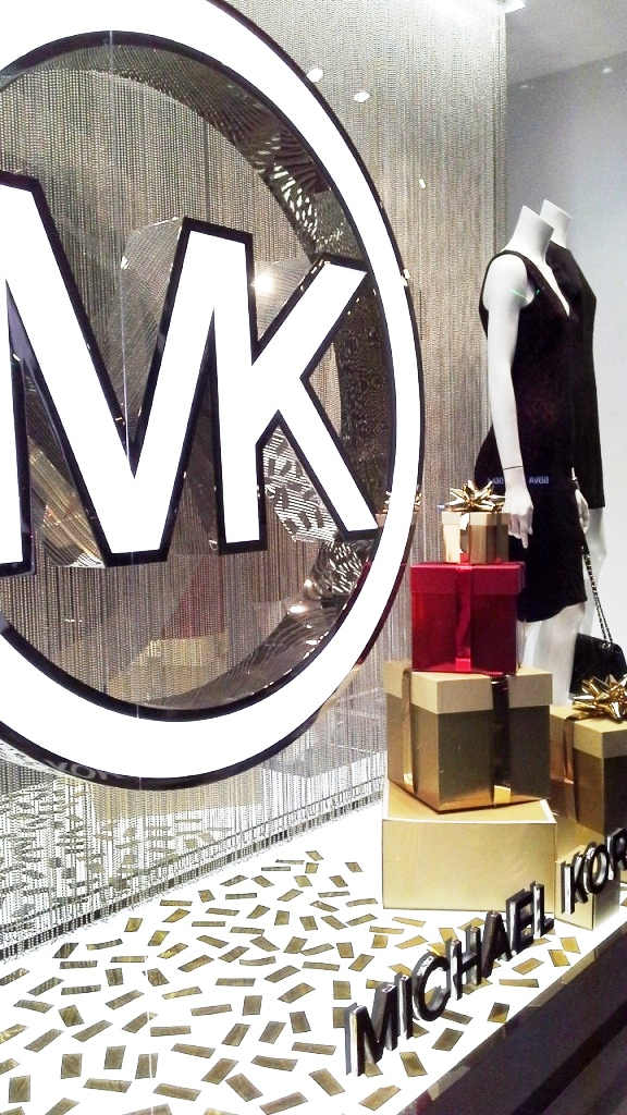 michael-kors-diagonal-window-vetrina-escaparate-barcelona-escaparatismo-barcelona-teviac-escaparatelover-escaparatista-8