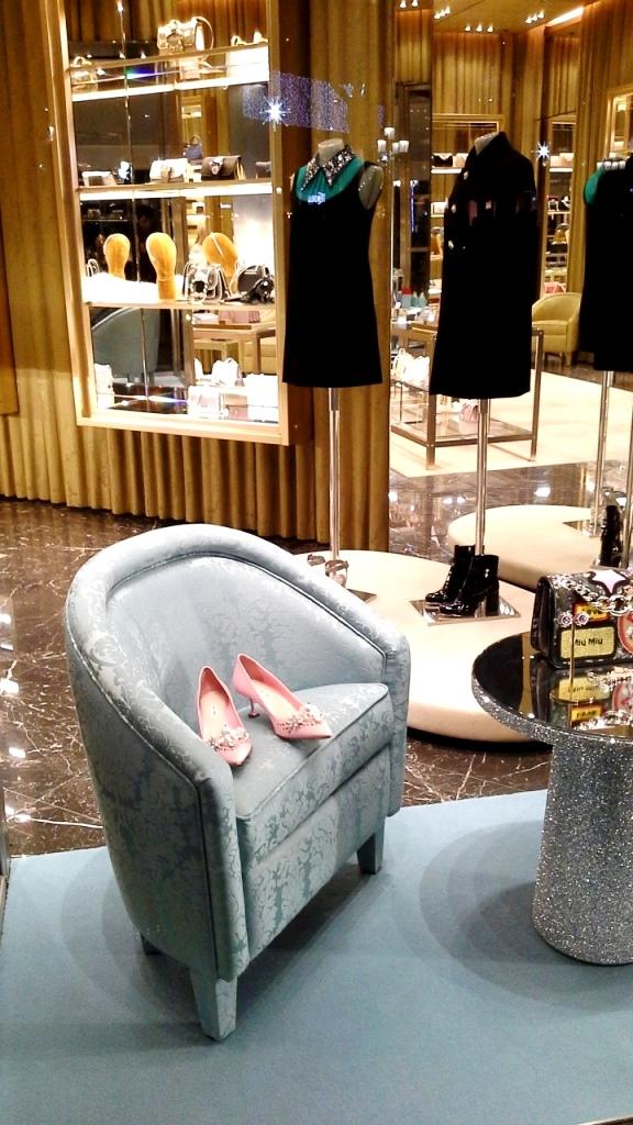 miu-miu-escaparate-paseo-de-gracia-window-vetrina-aparador-window-display-trend-fashion-moda-shopping-luxe-barcelona-teviac-7