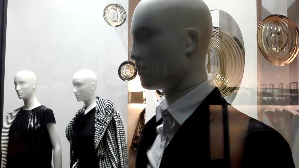 tru-trussardi-escaparate-paseo-de-gracia-barcelona-escaparate-escaparatismo-windowdresser-windowdisplay-shooping-instafashion-6