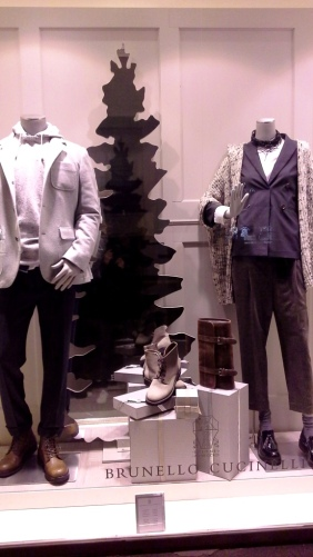 brunello-cucinelli-escaparate-paseo-de-gracia-barcelona-escaparatismo-escaparate-window-trend2017-trendmen-trendwomen-lookbook-1