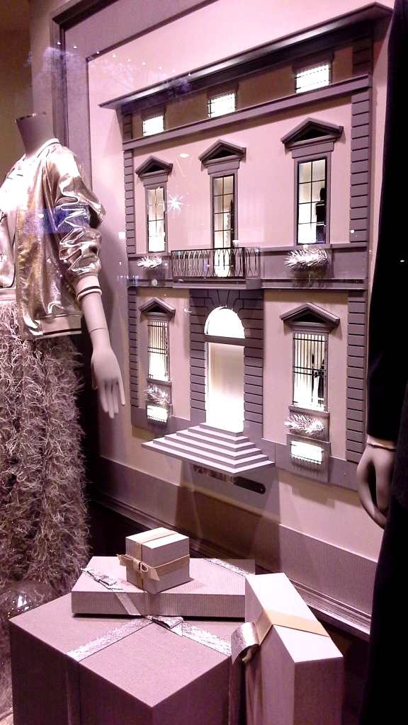brunello-cucinelli-escaparate-paseo-de-gracia-barcelona-escaparatismo-escaparate-window-trend2017-trendmen-trendwomen-lookbook-11