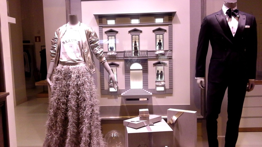 brunello-cucinelli-escaparate-paseo-de-gracia-barcelona-escaparatismo-escaparate-window-trend2017-trendmen-trendwomen-lookbook-6