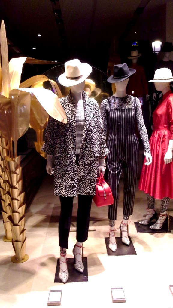 maxmara-escaparate-paseo-de-gracia-barcelona-seo-sem-tendencia-fashion-escaparate-escaparatismobarcelona-design-2