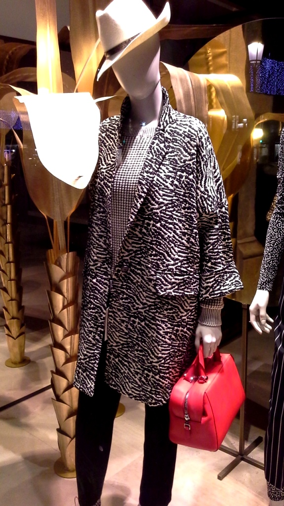 maxmara-escaparate-paseo-de-gracia-barcelona-seo-sem-tendencia-fashion-escaparate-escaparatismobarcelona-design-3