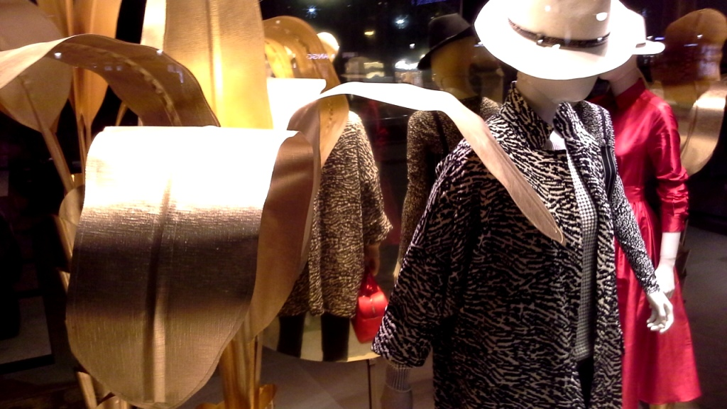 maxmara-escaparate-paseo-de-gracia-barcelona-seo-sem-tendencia-fashion-escaparate-escaparatismobarcelona-design-8