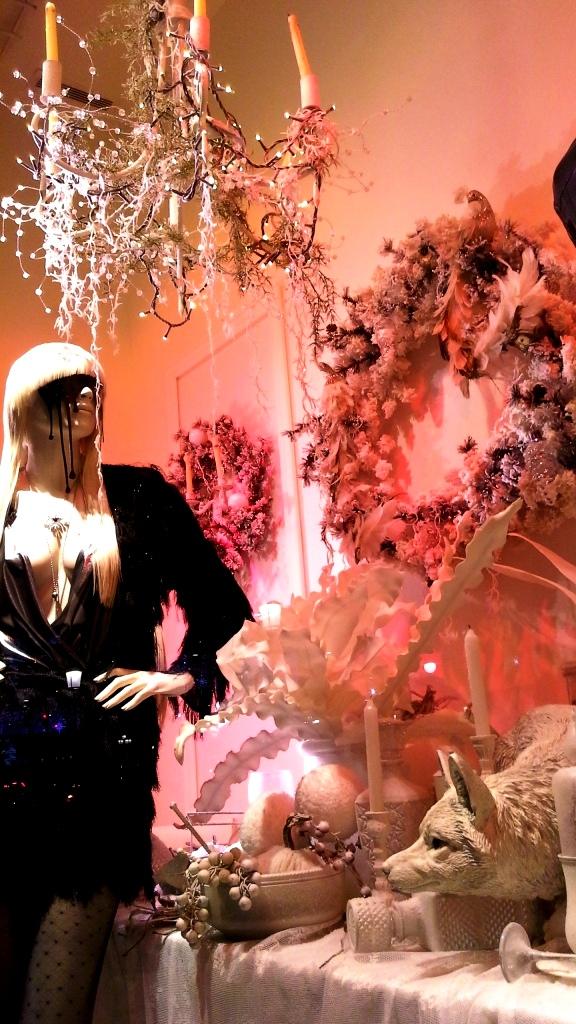 stradivarius-escaparate-paseo-de-gracia-barcelona-stradivarius-escaparatestradivarius-window-fashionblog-shooping-8