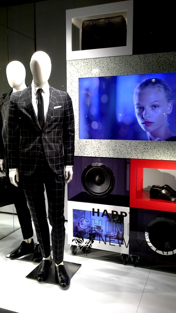 hugo-boss-escaparate-barcelona-vetrina-escaparatismo-window-ecommerce-2