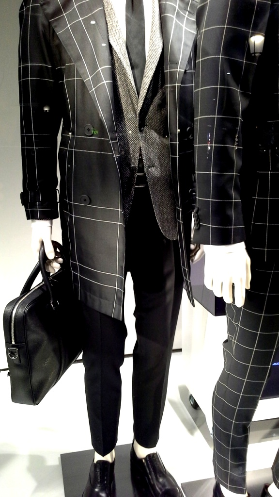 hugo-boss-escaparate-barcelona-vetrina-escaparatismo-window-ecommerce-5