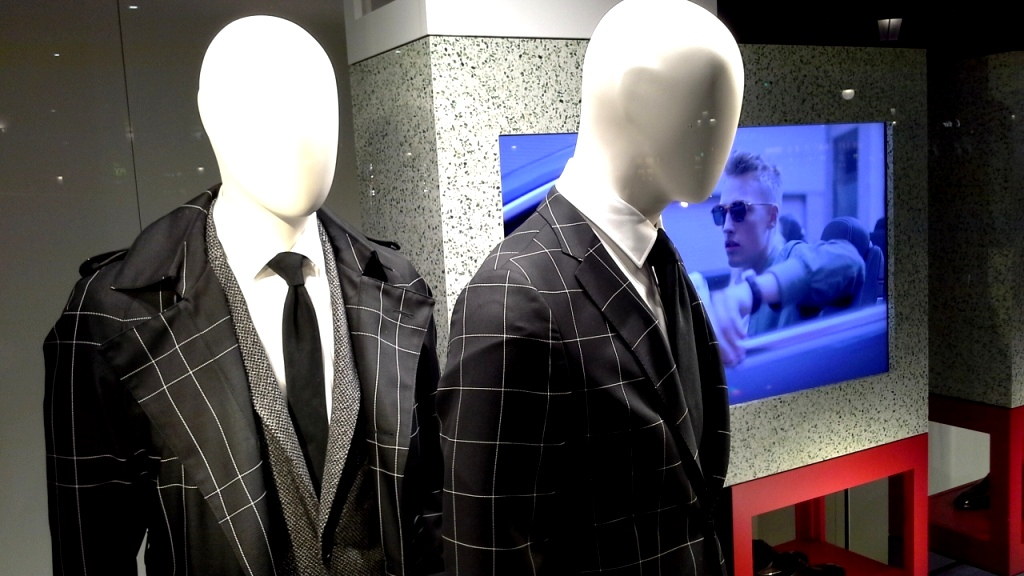 hugo-boss-escaparate-barcelona-vetrina-escaparatismo-window-ecommerce-7