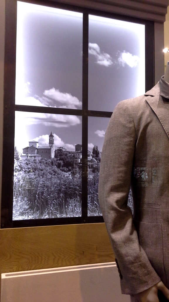 BRUNELLO CUCINELLI ESCAPARATE #escaparatebarcelona #escaparatismobarcelona #fashion #escaparatelover (7)
