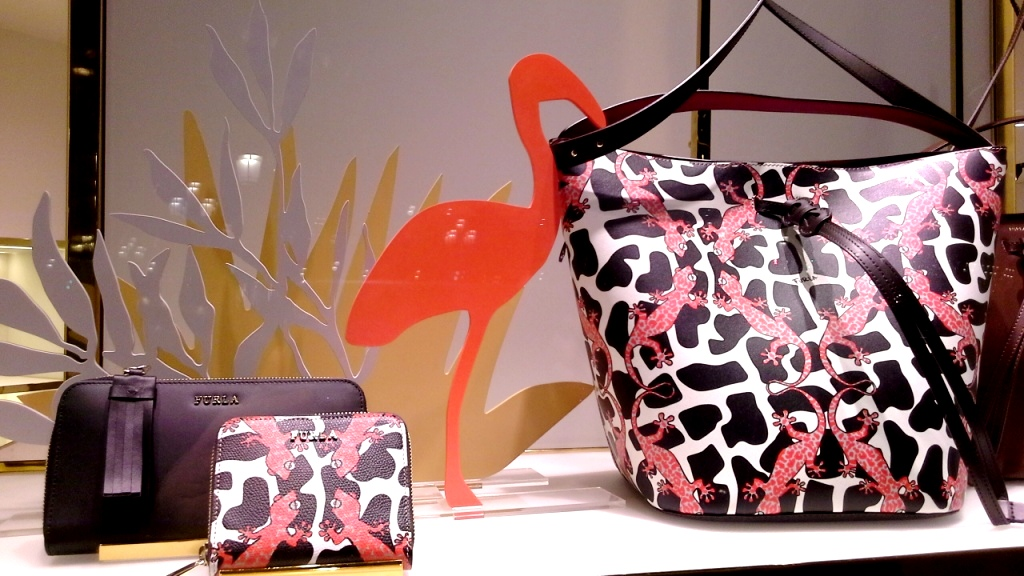 furla-escaparate-barcelona-luxe-escaparatelover-escaparatismobarcelona-bcninspira-shooping-ecommerce-furla-1