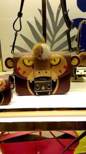 furla-escaparate-barcelona-luxe-escaparatelover-escaparatismobarcelona-bcninspira-shooping-ecommerce-furla-5