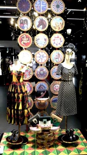 #dolcegabbana #escaparatebarcelona #escaparatismobarcelona #vetrina #shopping #trend #closet #fashion #fashionblog #tendencia (1)