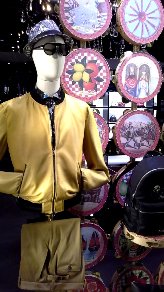#dolcegabbana #escaparatebarcelona #escaparatismobarcelona #vetrina #shopping #trend #closet #fashion #fashionblog #tendencia (15)
