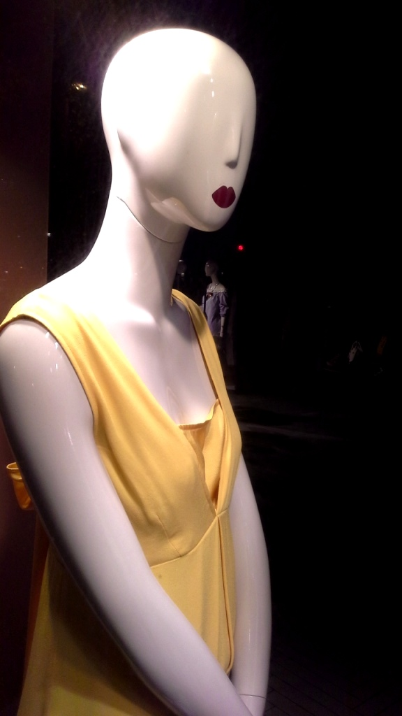 #maxandco #escaparatebarcelona #escaparatismo #aparador #shoppingbarcelona #women #fashionista #fashionblog #moda #trend #teviac #escaparatelover (14)