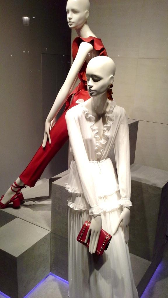 #uterque #escaparate #zara #inditexescaparate #aparadoruterque #artidi #escaparatismobarcelona #vetrina #storewindow #trend #fashion (5)