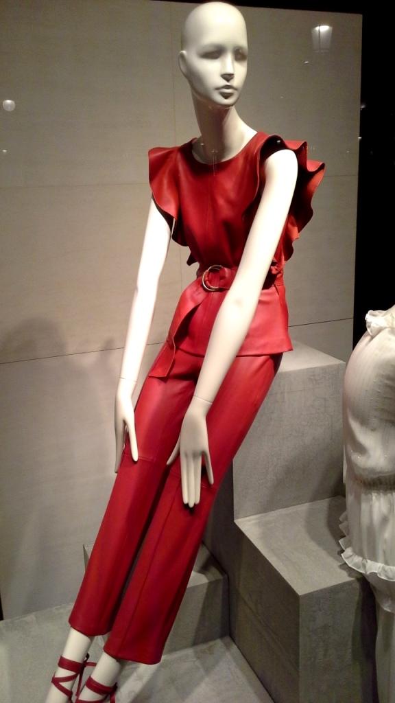 #uterque #escaparate #zara #inditexescaparate #aparadoruterque #artidi #escaparatismobarcelona #vetrina #storewindow #trend #fashion (8)