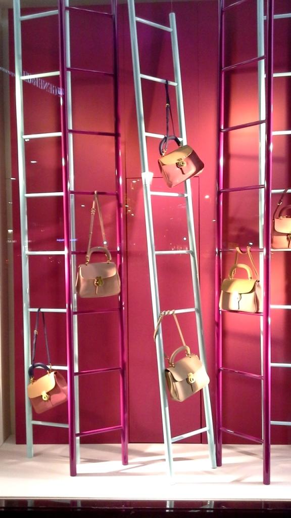 #burberry #burberryescaparate #burberrytrend #burberrybarcelona #teviac #escaparatelover #escaparatismo #fashion #moda (9)