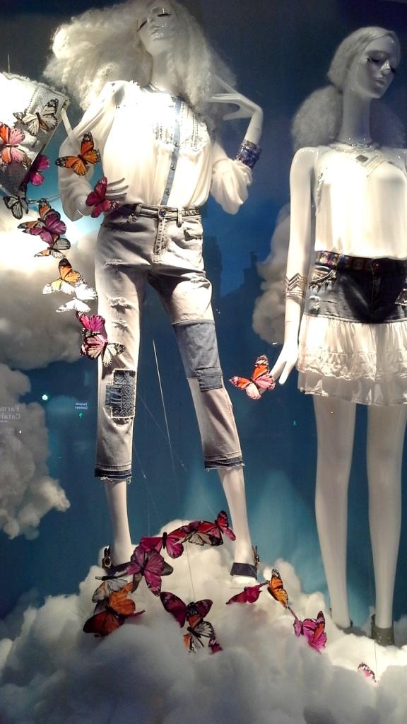 #desigual #desigualss17 #escaparatebarcelona #escaparatismobarcelona #windowstore #flagship #fashionista #moda #tendencia #escaparatelover (1)