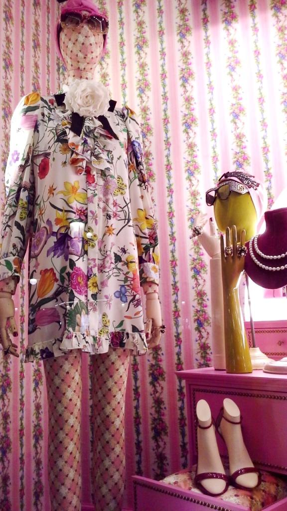 #gucci #gucciescaparate #gucciescaparatismo #guccivetrina #gucciaparador #trend #fashion #escaparatelover (2)