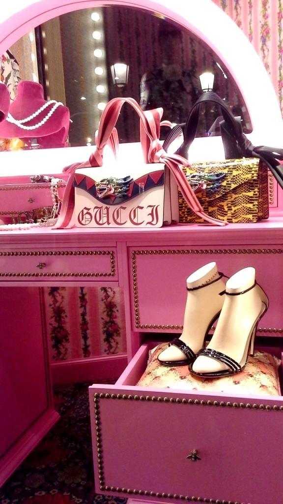 #gucci #gucciescaparate #gucciescaparatismo #guccivetrina #gucciaparador #trend #fashion #escaparatelover (3)