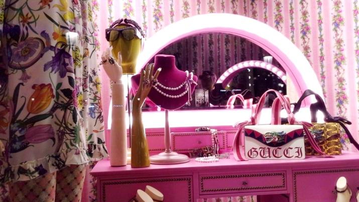 #gucci #gucciescaparate #gucciescaparatismo #guccivetrina #gucciaparador #trend #fashion #escaparatelover (6)