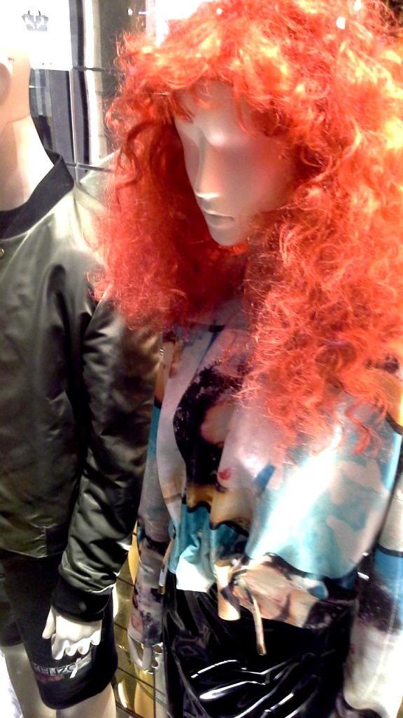 #kenzo #kenzoescaparate #escaparatebarcelona #barcelonaescaparatismo #escaparatelover #trend #fashion (10)