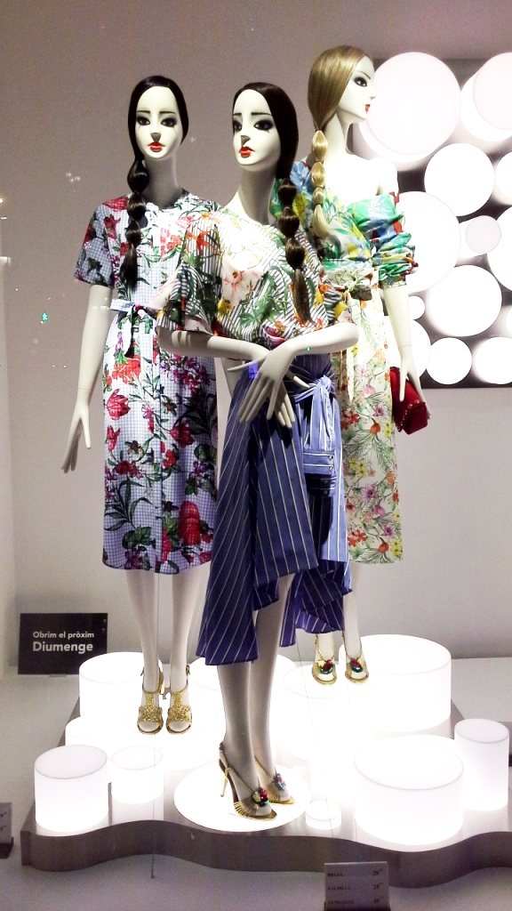 #zaraescaparate #inditex #escaparatebarcelona #escaparatismobarcelona #fashionista #moda #escaparatelover (1)