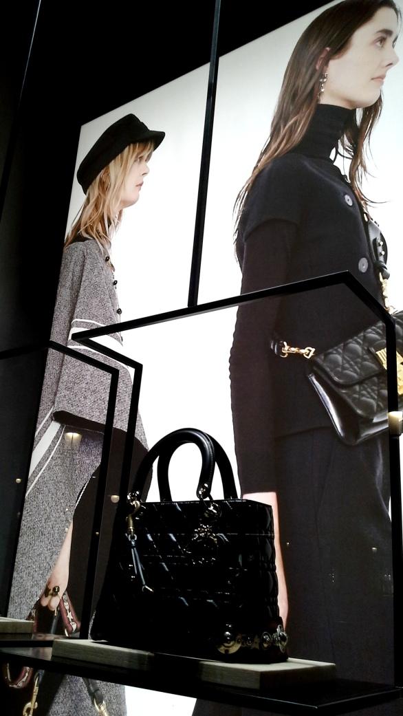 #dior #diorescaparate #magazine #influencar #revistafemenina #digitalmagazine #trend #fashionista #modadior (4)