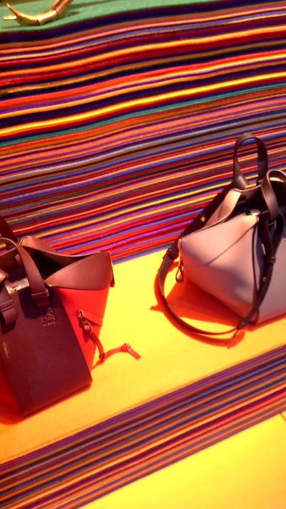 #loewe #loeweescaparate #influencer #fashion #moda #flagship #escaparatismo #escaparatelover #agencia #shop #barcelona (10)