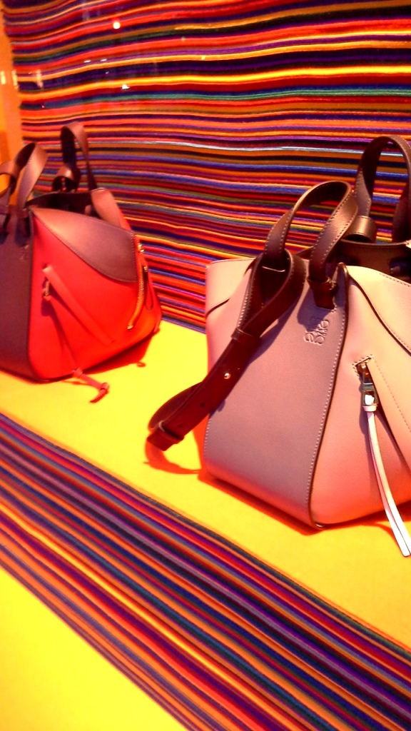 #loewe #loeweescaparate #influencer #fashion #moda #flagship #escaparatismo #escaparatelover #agencia #shop #barcelona (7)