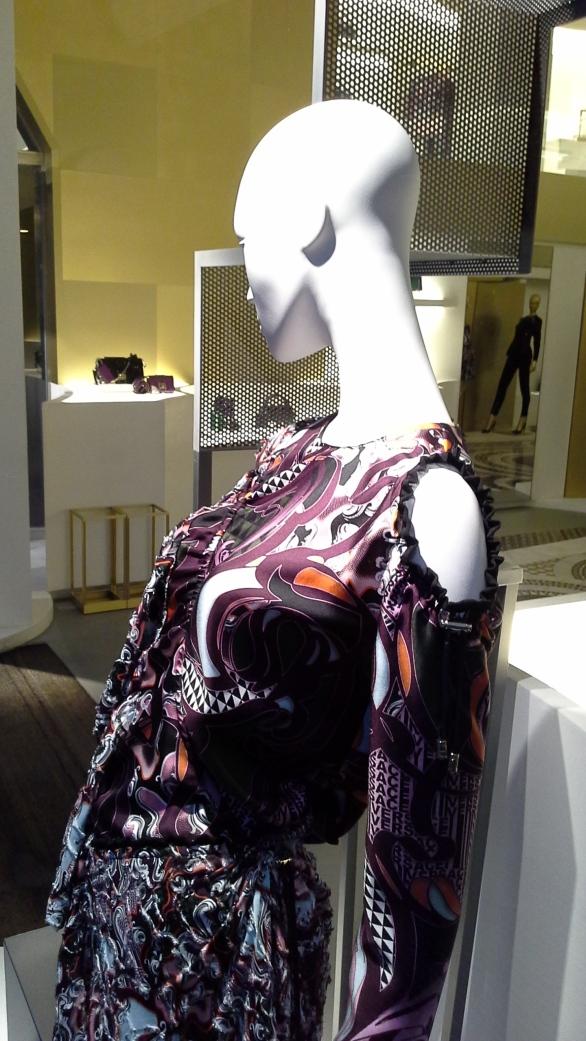 #versace #escaparate #escaparatismo #barcelona #vetrina #fashion #moda #tendencia #influencer #fashionista (5)