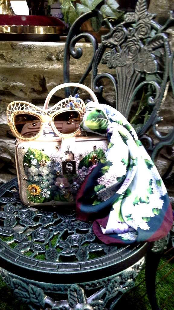 #dolcegabbana #escaparatebarcelona #comprarmoda #bcnfashion #madeinartidi #teviac #followus #escaparatelover #trendy (7)