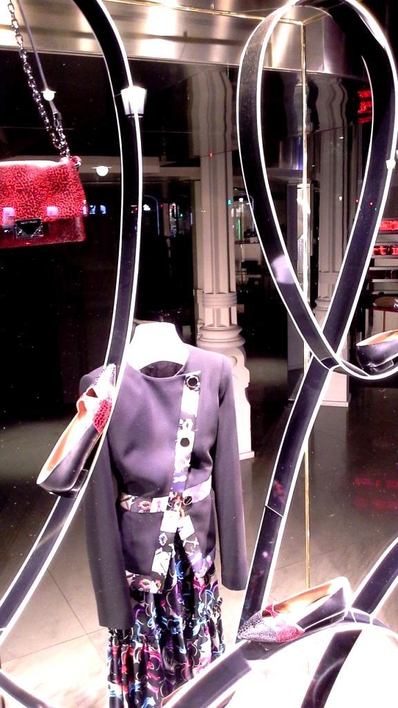 #emporioarmani #emporioarmaniescaparate #madeinartidi #artidi #shop #falgship #trendy #luxe #escaparate #windowdresser (12)