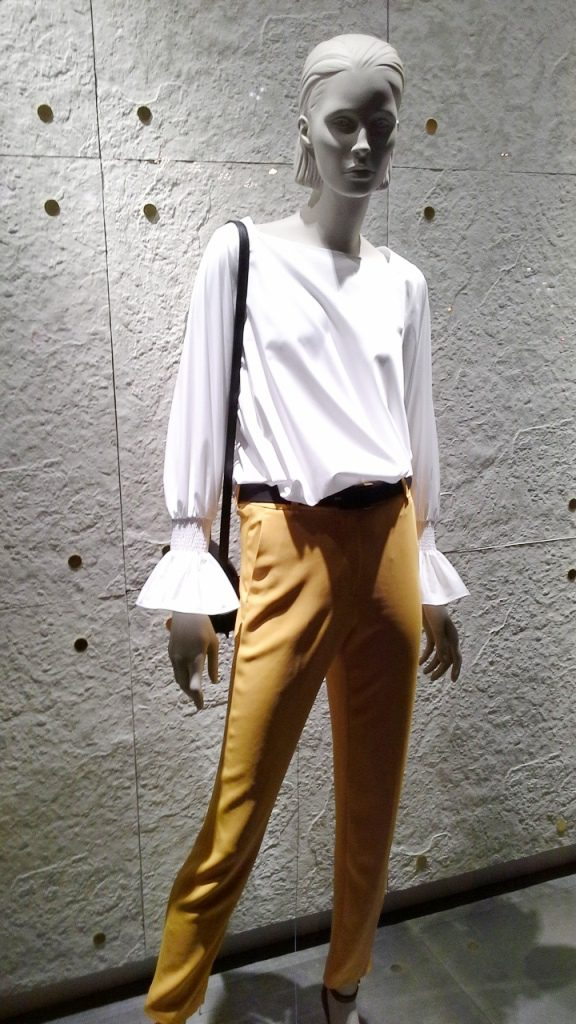 #massimodutti #fashion #barcelona #shopping #moda #trendy #trend #marketing #escaparatebarcelona #comprarmoda (1)
