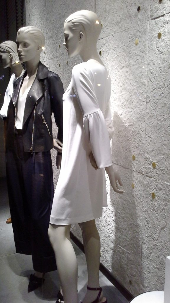 #massimodutti #fashion #barcelona #shopping #moda #trendy #trend #marketing #escaparatebarcelona #comprarmoda (6)
