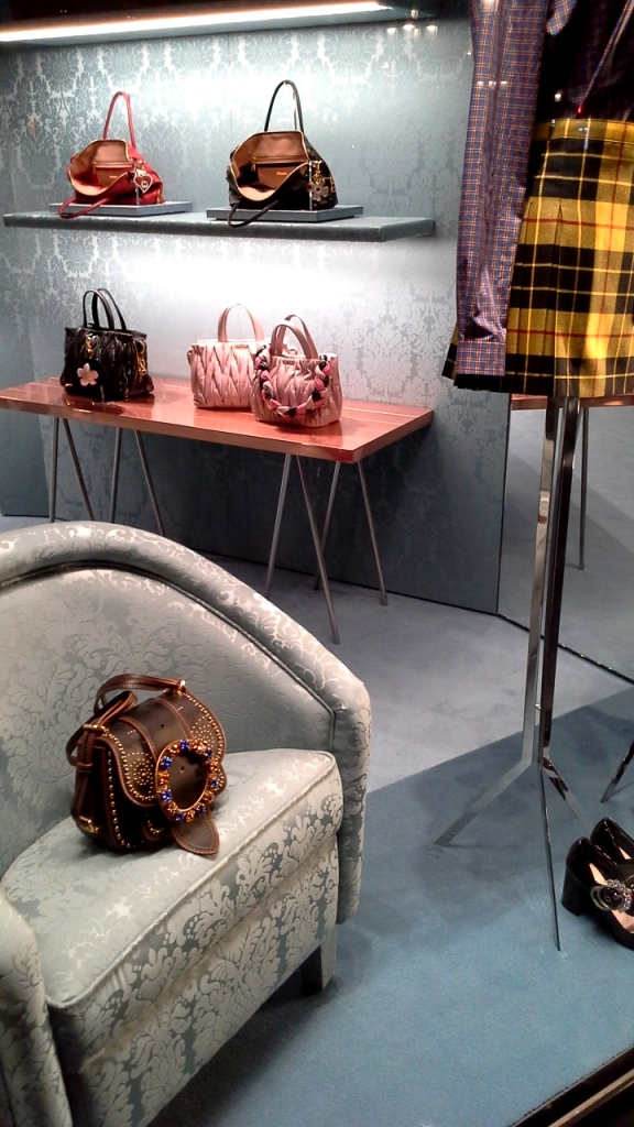 #miumiu #regram #shooting #escaparatebarcelona #escaparatismo #estudiarvisualmerchandising #teviac #escaparatelover #fashion (8)