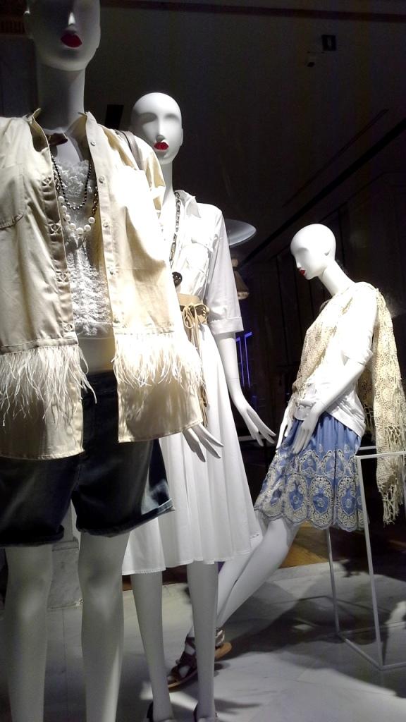 #twinset #simonabarbieri #escaparatebarcelona #escaparatismobarcelona #fashion #maniqui #trend #influencerbarcelona (10)
