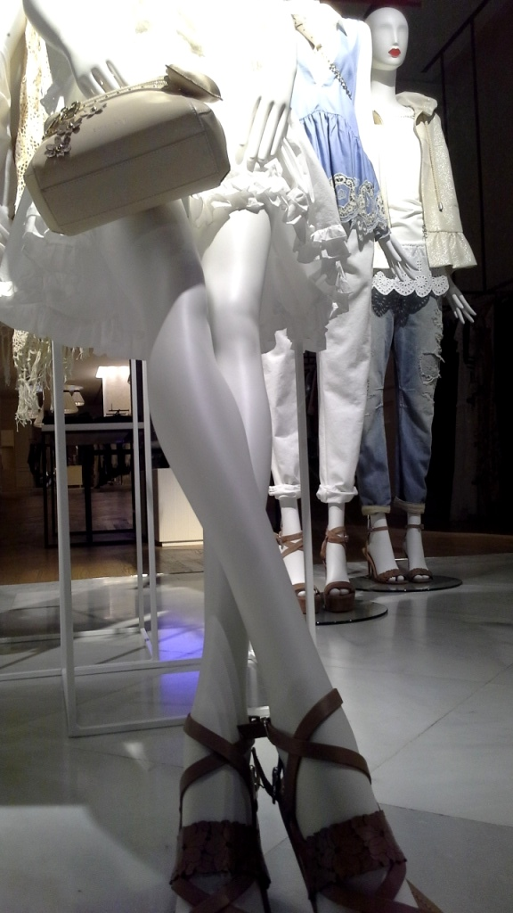 #twinset #simonabarbieri #escaparatebarcelona #escaparatismobarcelona #fashion #maniqui #trend #influencerbarcelona (11)